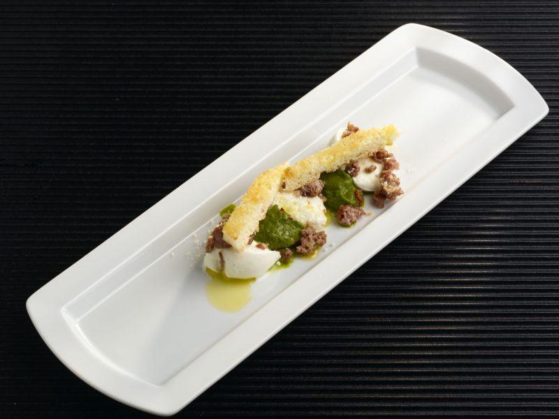 Bruschetta di friarielli, salsiccia e mozzarella di bufala