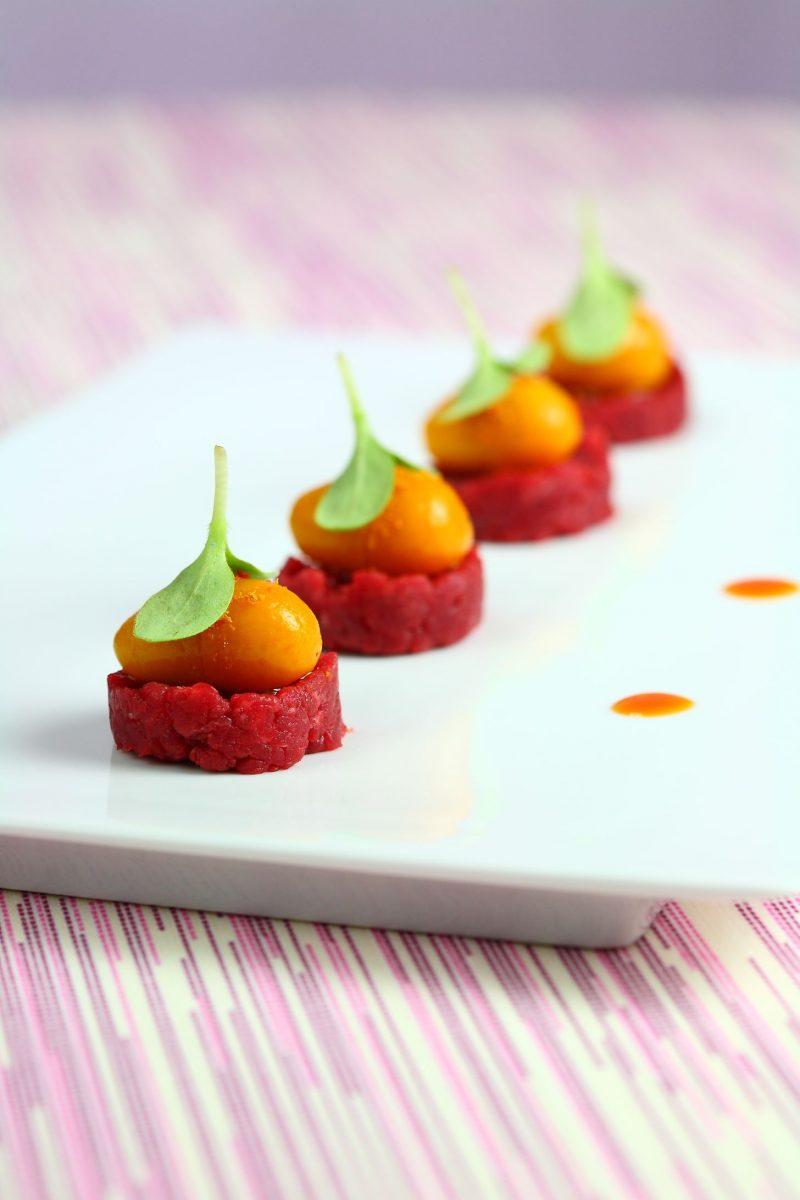Carne cruda, kumquat e foie gras