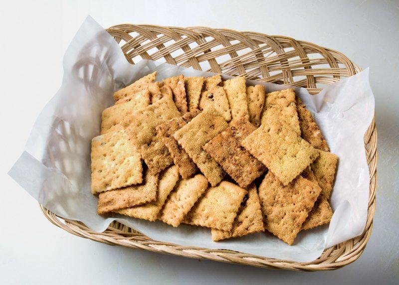 Cracker ai semi di girasole e ai semi di zucca
