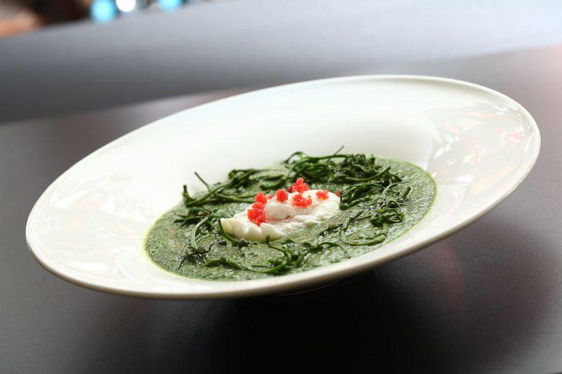 Crema di Borragine, lavertin, uovo in camicia e uova al salmone