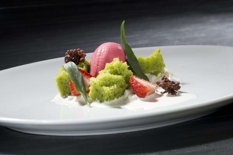 Fragole, burrata e dragoncello