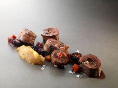 Germano reale in salsa peperata e frutti di bosco