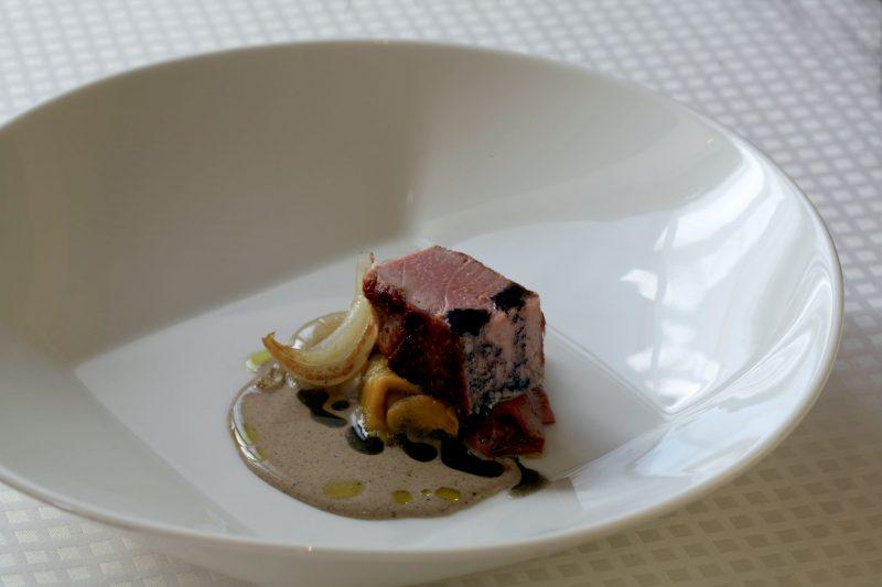 insalata di ventresca di tonno con condimento di focaccia