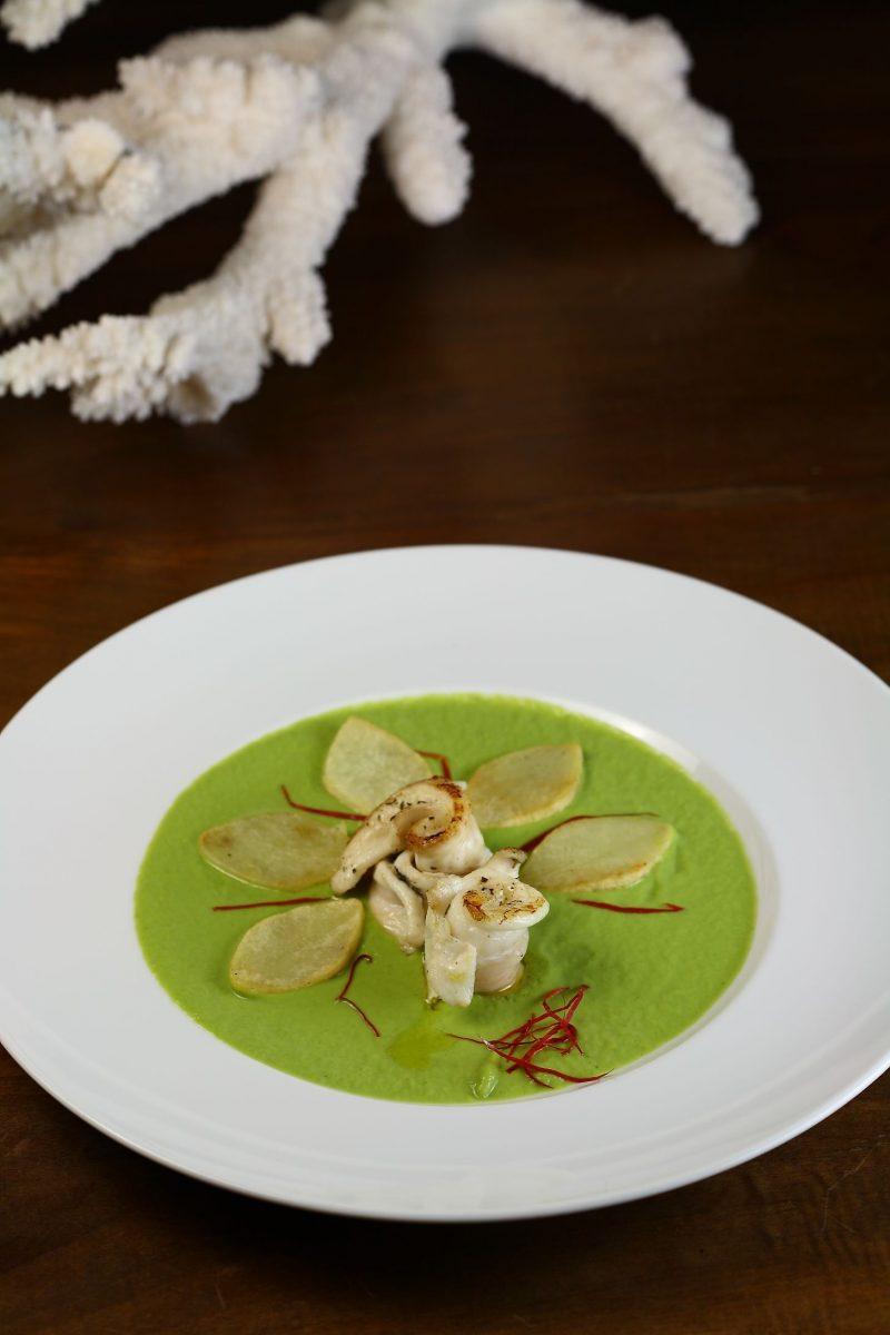 Involtini di sogliola su crema di zucchine e petali di patate