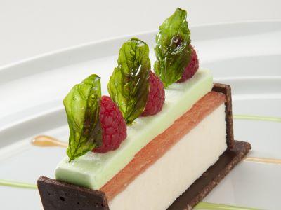 """Lingotto alla pesca bianca """"bellezza di melito"""" con gelato al basilico"""
