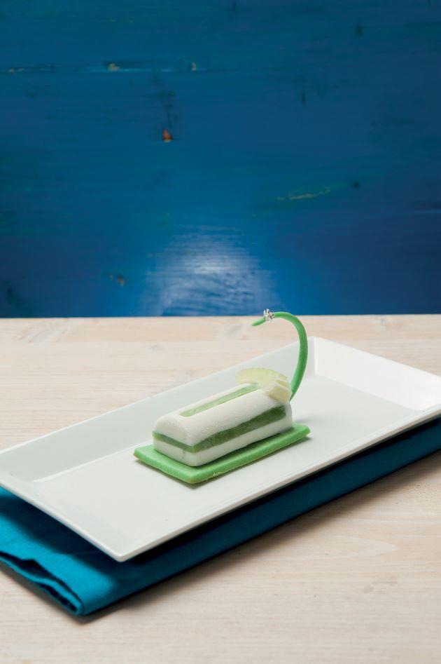 Mono per 3: gelato al gorgonzola con gelatina di sedano, pera candita e frollino al sedano e pistacchi