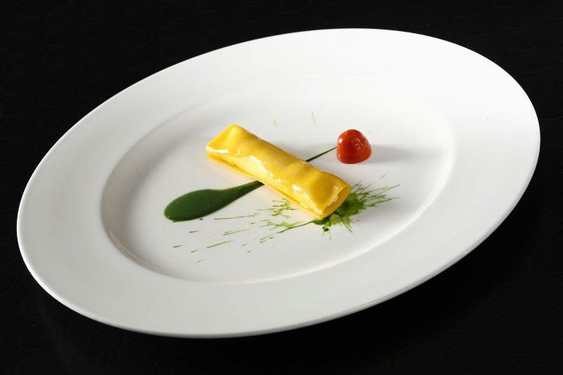 Pasta fresca all'italiana, ricotta di bufala, pomodoro e olio agli spinaci