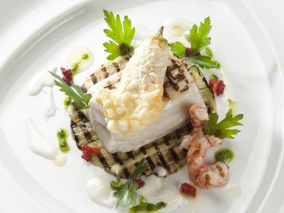 Pesce bandiera, fiordilatte di Tramonti, zucchina e i suoi fiori ripieni in tempura con salsa al basilico e ricotta
