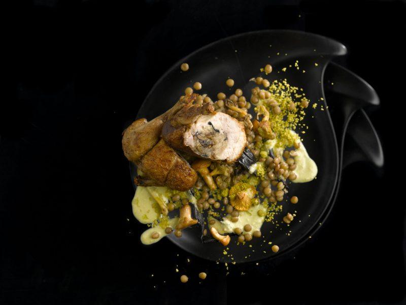 Quaglia farcita, funghi di sottobosco, lenticchie stufate e pistacchi