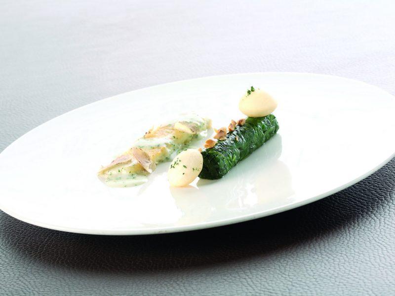 Sogliole alla mugnaia con nocciole del Piemonte spinacino e tartufo bianco