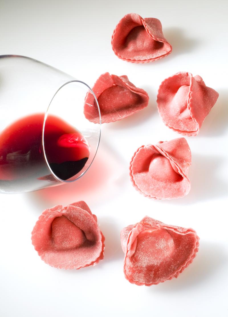 Tortelli al rosso di montalcino ripieni di pecorino e lardo