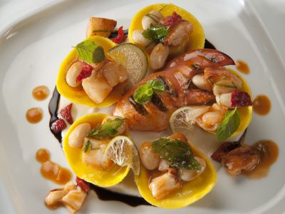 Tortelli di provola affumicata con astice e lime, passatina di fagioli bianchi estivi e mentuccia