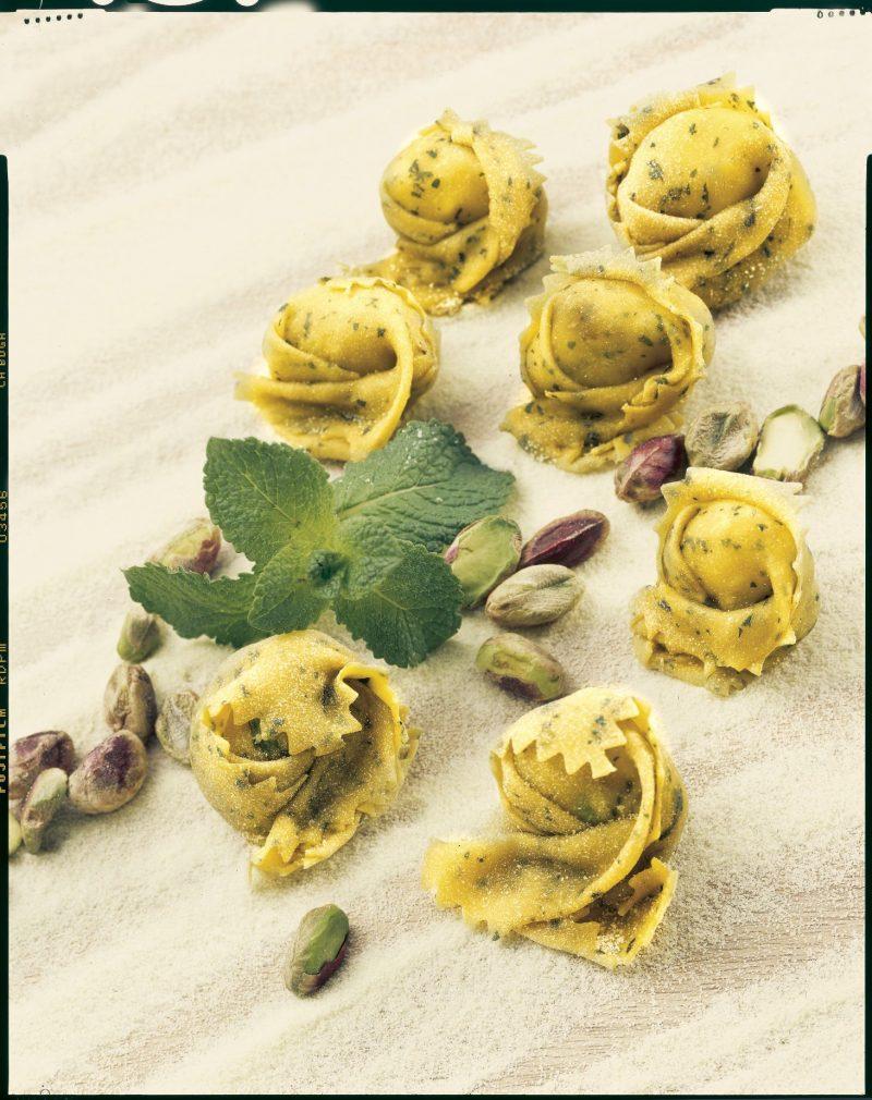 Tortellini al bagoss e pistacchi
