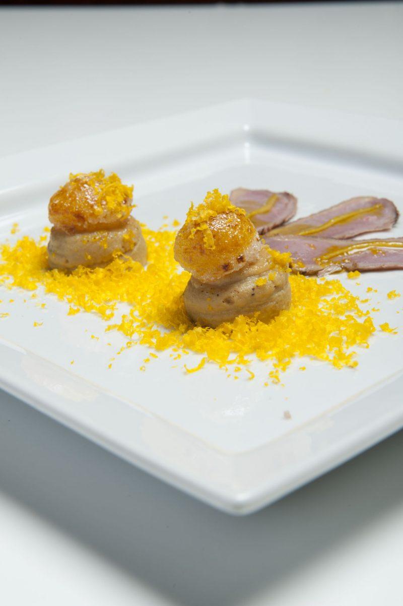 Uova di quaglia caramellate su mousse di anatra con bottarga di uovo  d\u0027anatra e