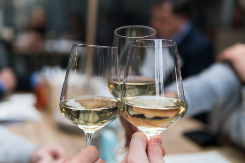 6 signore delle bottiglie raccontano perché il vino è (sempre più) donna