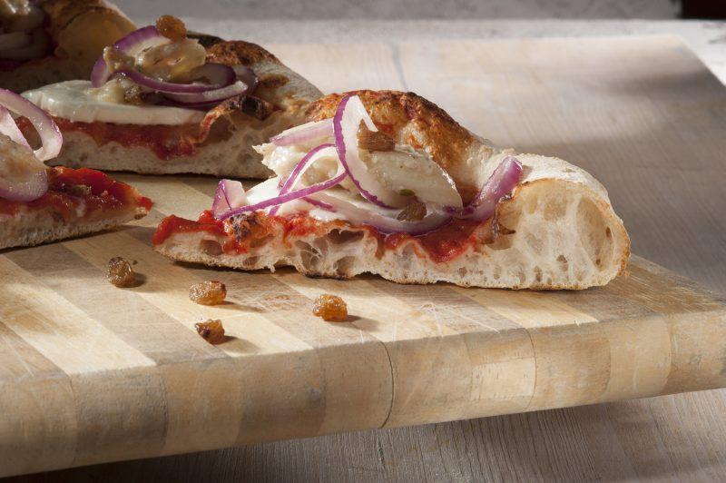 Pizza Luccio in salsa e cipolle caramellate di Renato Bosco