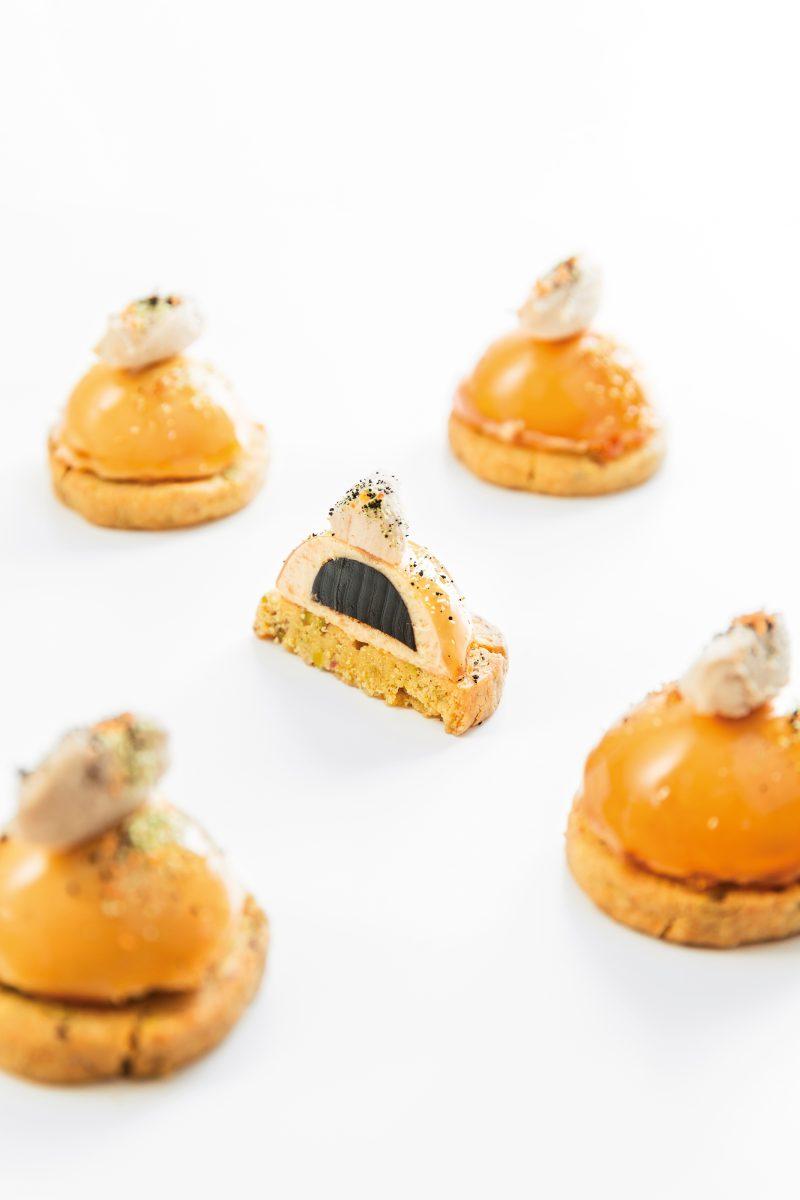 Parfait di foie gras con cuore di aceto balsamico e sablée al pistacchio
