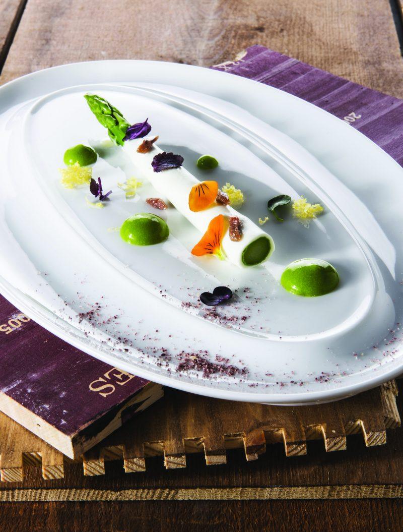 Asparago In Gelatina Di Limone Con Acciughe Al Sale E Polvere Di Vino Rosso