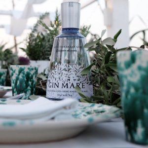 Gin mare e la tavola in masseria