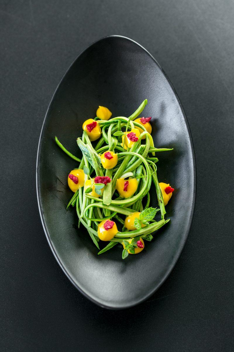 Spaghetti di zucchine in carpione con maionese di erba cipollina di Andrea Ribaldone
