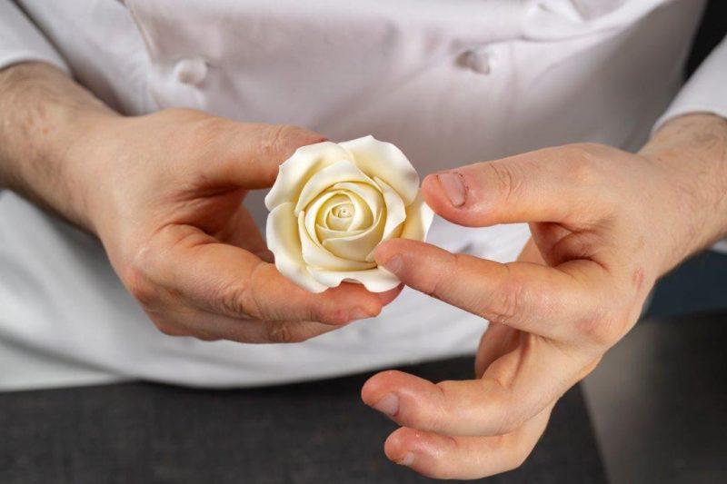 La Decorazione in Pasticceria. Come realizzare una rosa in pasta di zucchero