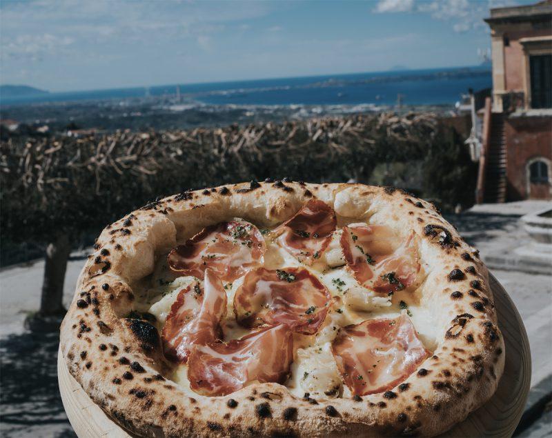 """Da Clara pizzeria, un successo di famiglia """"vista mare"""""""
