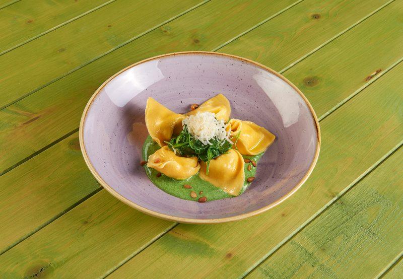 I tortelloni in salsa cremosa agli spinaci: da IFFCO Italia e Roberto Carcangiu una ricetta primaverile